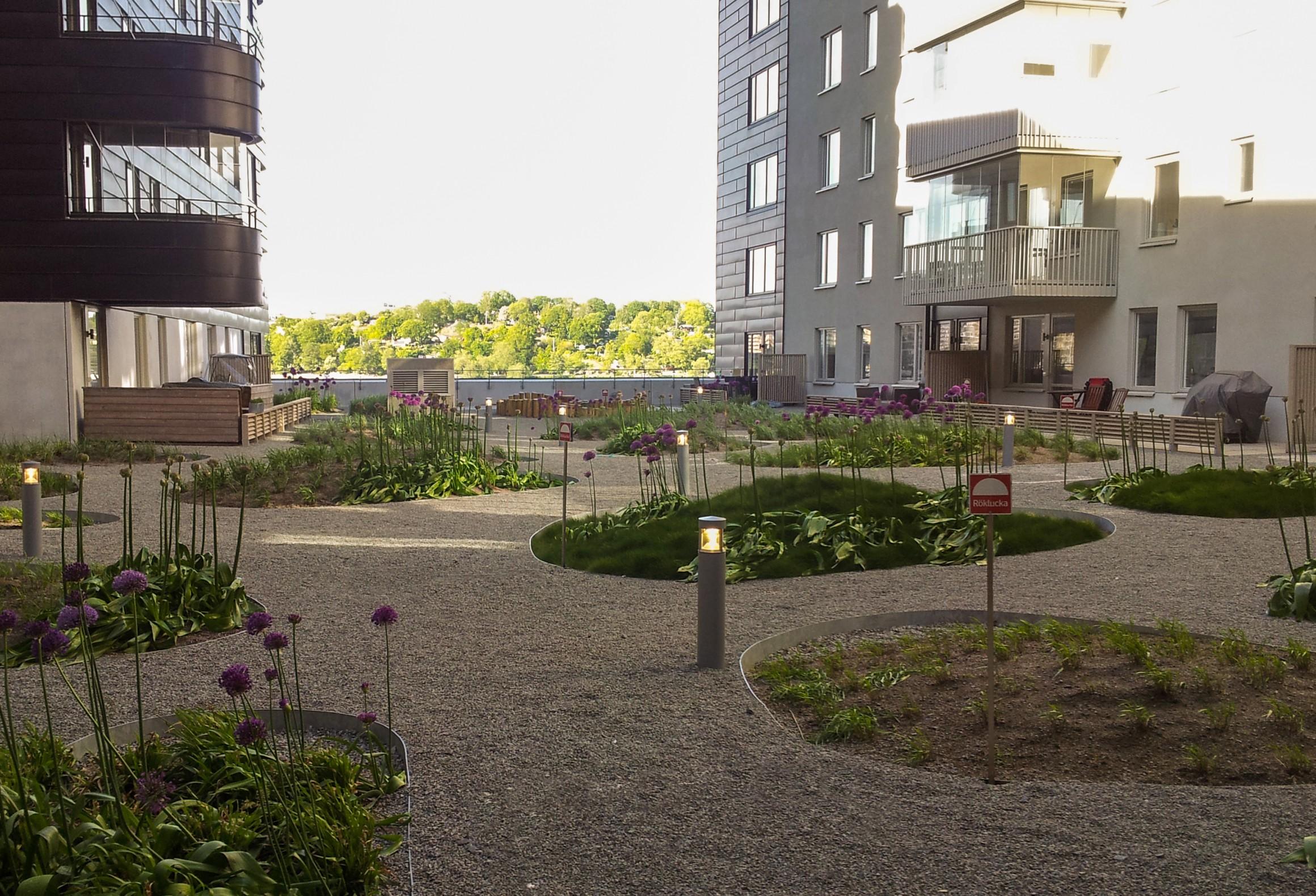 park between apartments